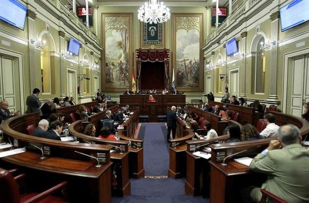 Parlamento-Canarias-Presupuestos-EFECristobal-Garcia_EDIIMA20161202_0768_5