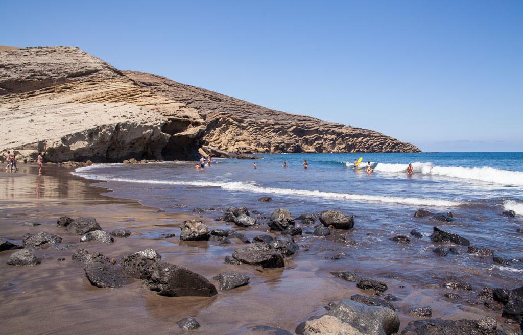Playa montaña pelada en verano